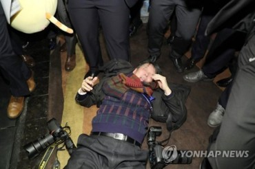 Chinese Guards Assault S. Korean Journalists Ahead of Moon-Xi Summit