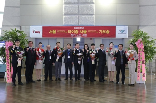 T'way Air began services on the route from the Incheon International Airport to Kaohsiung on Friday and Taichung on Sunday with its 189-seat B737-800 passenger jet, the company said in a statement. (Image: Yonhap)