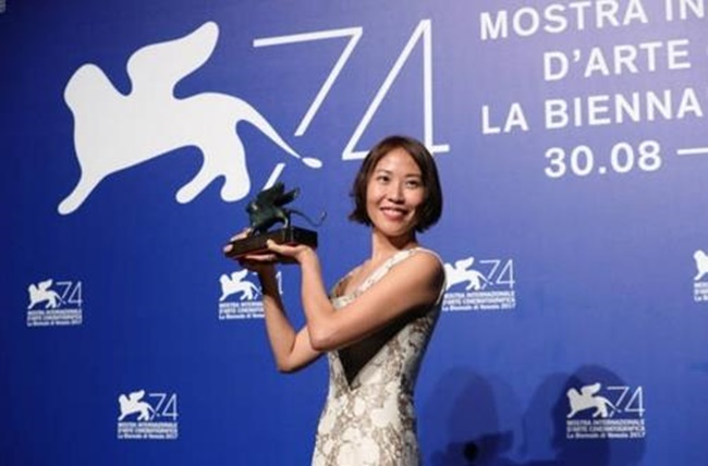 In this photo provided by the National Museum of Modern and Contemporary Art, South Korean filmmaker Gina Kim wins the best virtual reality story award at the 74th Venice International Film Festival that ran from Aug. 30 to Sept. 9, 2017 (Image: National Museum of Modern and Contemporary Art)