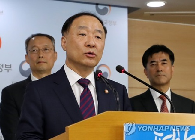 The government committee on foreign workforce policy finalized its plan for the 2018 E-9 visa quota during its 25th session presided over by Hong Nam-ki, the minister of the Office for Government Policy Coordination under the prime minister's office. (Image: Yonhap)