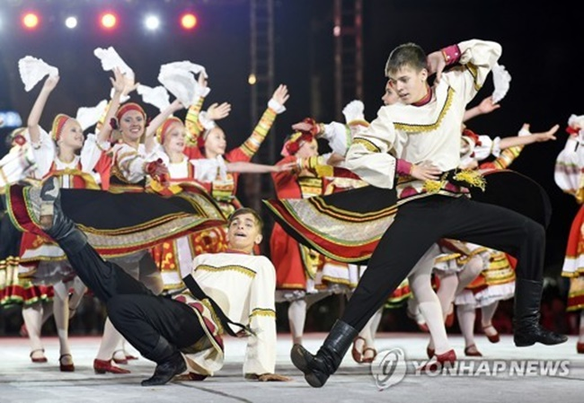 Over 500,000 people attended the 2017 Wonju Dynamic Dancing Carnival, with international teams from 13 countries performing. (Image: Yonhap)