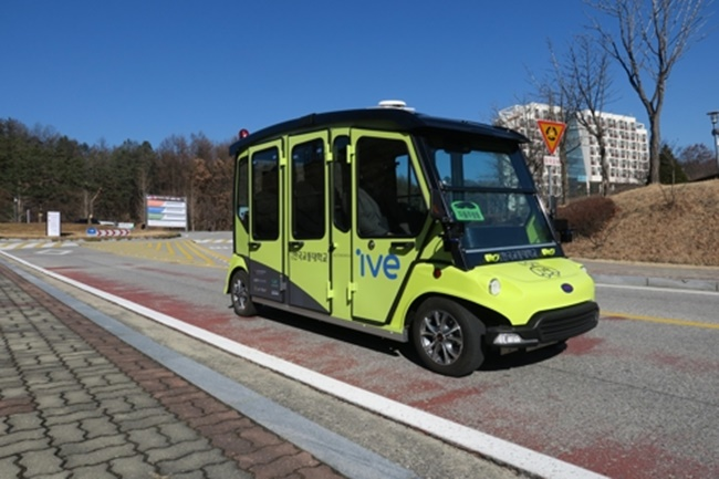 According to the KNUT, the self-driving shuttle service began on Wednesday after a launch ceremony was held at its Chungju campus, in a move to develop a brand new public transport service. (Image: KNUT)