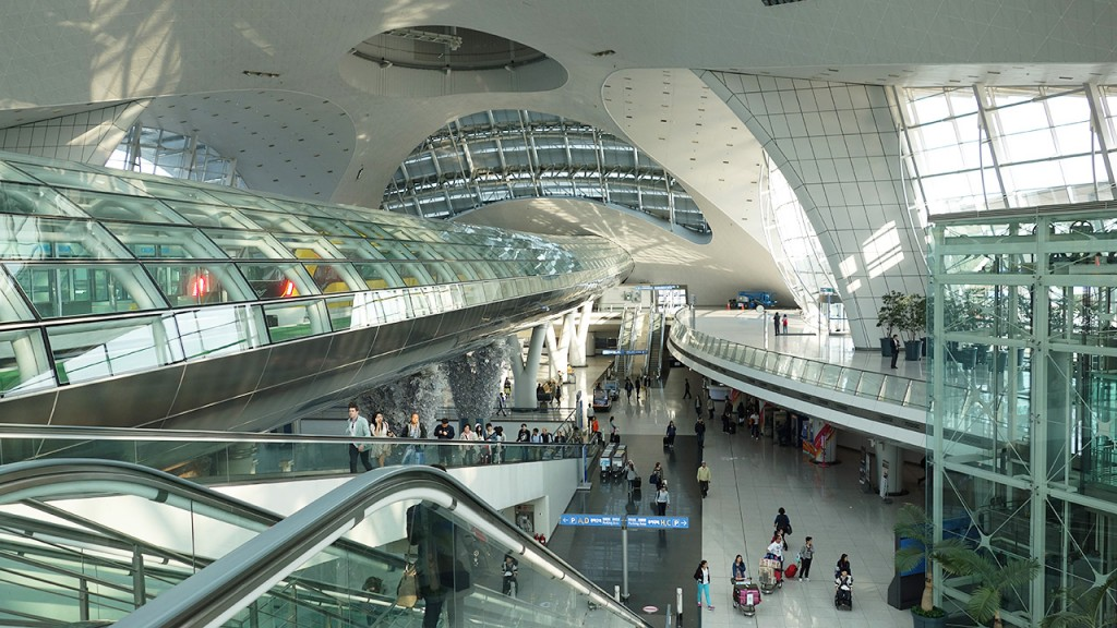 Since President Moon visited Incheon Airport back in May and declared the 'age of zero irregular workers in the public sector', the Incheon International Airport Corporation has been widely seen as the testing ground for the current government. (Image courtesy of Wikimedia Commons)