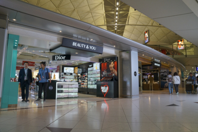Hotel Shilla Opens Duty-free Store in Hong Kong Airport