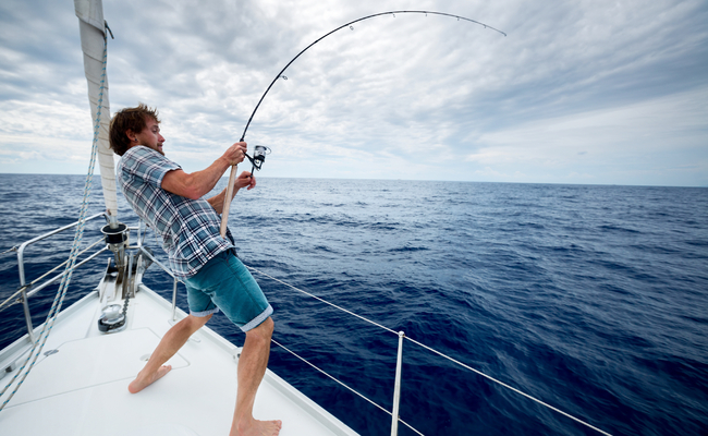 According to the Ministry of Oceans and Fisheries, 3.43 million South Koreans went deep sea fishing in 2016, a 16 percent jump from the previous year. (Image: Yonhap)
