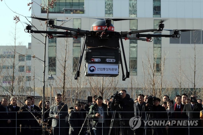 By 2026, the detailed long-term goals are for the drone market to eventually reach a valuation of 4.4 trillion won, for South Korea to number among the world's top five in technology competitiveness, and for 53,000 commercial drones to be in operation. (Image: Yonhap)