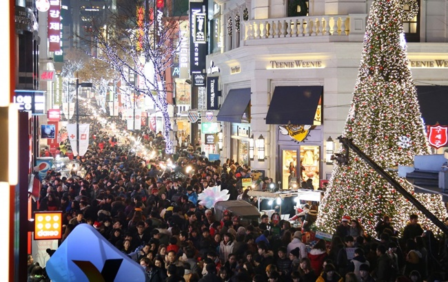 To many people, December is often associated with holidays like Christmas and New Year's Eve, as retail sales generally go up and reflect brighter moods towards the end of the year. (Image: Yonhap)