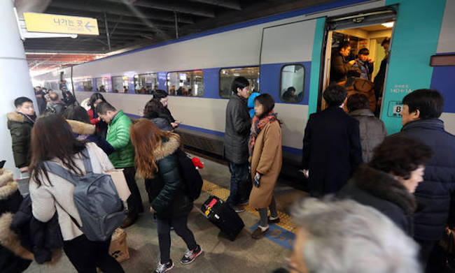 In a bid to boost domestic travel via public transport and attract more foreign tourists to the outer provinces, the government is set to introduce an all-in-one pass that simplifies the logistics aspect of touring South Korea. (Image: Yonhap)