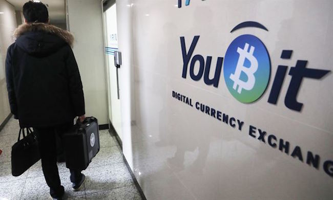 Combing through online news articles and posts on blogs published from November 18 through December 19, the K-ICT found 982 of 1,614 keywords (60.8 percent) pertaining to Bitcoin were negative. (Image: Yonhap)