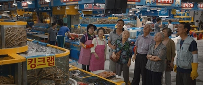 What may catch the eye of moviegoers this side of the world more than the struggles of a diminutive Hollywood superstar are the segments of the film showing Gangnam – a popular urban area – and Seoul's Garak Market, a fish and seafood market. (Image: Lotte Entertainment)