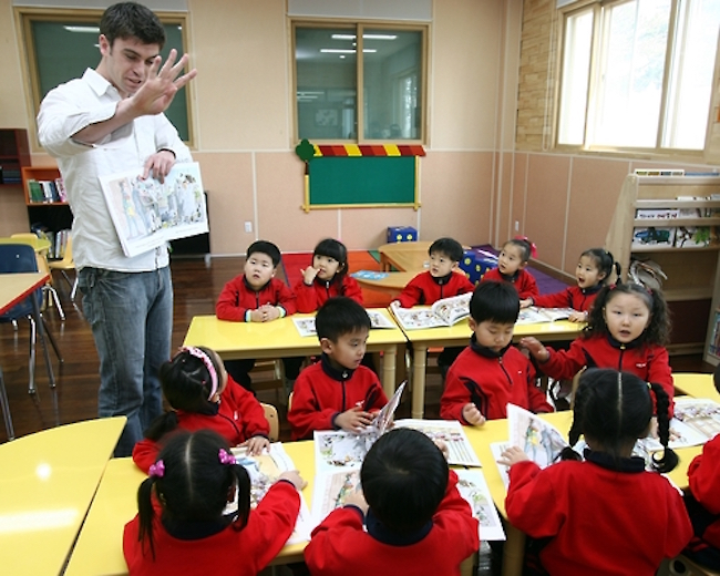 "Another worry is that the disappearance of the modestly priced after school English programs will further widen the gap between the ""gold spoons"" and the ""wooden or dirt spoons"", colloquial expressions used to refer to the haves and have-nots. (Image: Yonhap)"