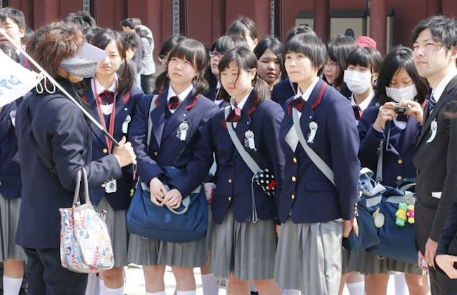 In the past 10 years, the number of Japanese high school students who have visited South Korea on school trips has dropped precipitously, with one cause believed to be the complicated relations between the neighboring countries. (Image: Yonhap)