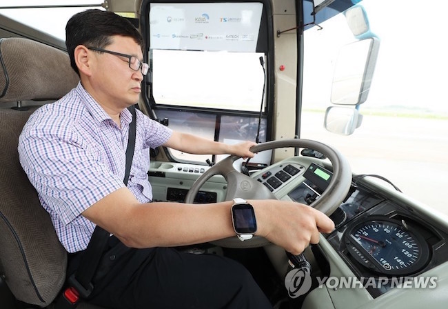 Technology to combat drowsy driving, a major safety hazard, will become commercially available this year. (Image: Yonhap)