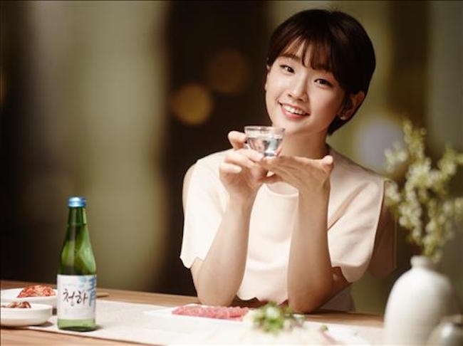Questions are being raised as to why the marketing of alcohol is not receiving the same level of attention from regulators as tobacco products are. (Image: Yonhap)