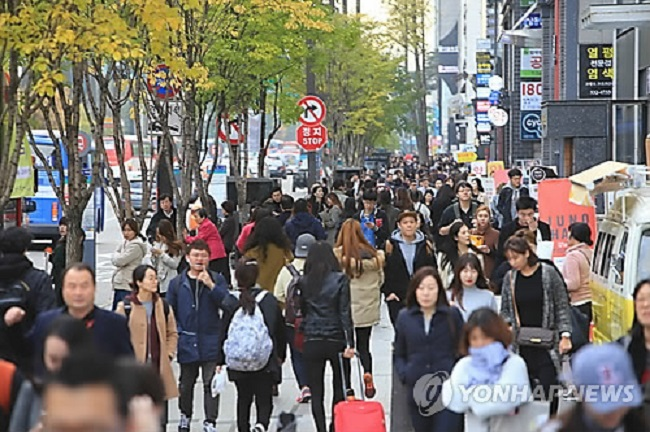 The highest earning business area in 2013, south of Gangnam Station, tumbled down the revenue list to 13th, while then third-ranked Apgujeong-dong also took a fall, ending up 19th. (Image: Yonhap)