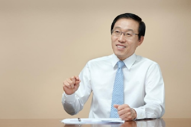 President Kim Ki-nam of Samsung Electronics gave the year's greetings and statements instead of Samsung Group chairman Lee Kun-hee, who is currently bedridden. (Image: Yonhap)