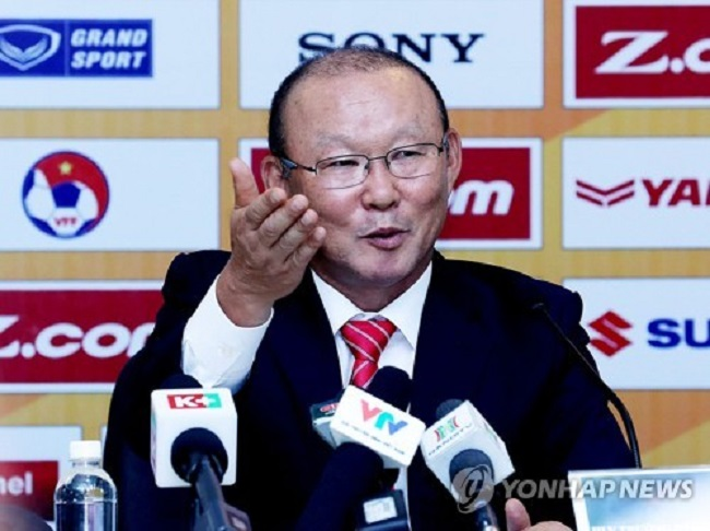 When South Korean soccer lifer and Vietnamese national team coach Park Hang-seo boldly pronounced his ambitions at a press conference in Hanoi on October 11, few could have predicted how prophetic his words would seem only a few months later. (Image: Yonhap)