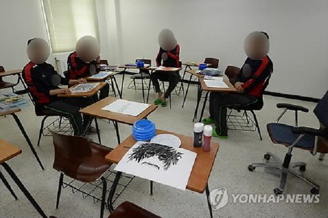 The therapeutic qualities of art may be scientifically verifiable thanks to a professor at Sahmyook University in Seoul, who has devised a way to use next generation technology to measure the efficacy of art as treatment. (Image: Yonhap)