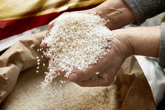 Rice is a key staple food for Koreans, but its consumption has been on a steady decline since the early 1980s, when it posted around 130 kg. (Image: Yonhap)