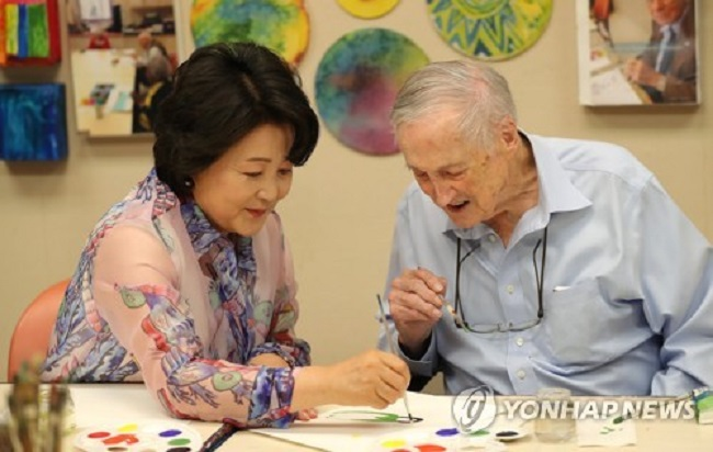 Professor Kim stated that he plans to expand the scope of the system to medical diagnosis, treatment for Alzheimer's, and more. (Image: Yonhap)