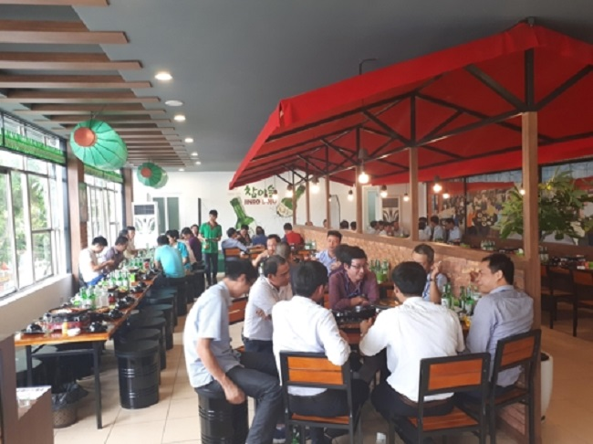 "The liquor maker also opened its second street bar in the Southeast Asian country. The first Korean-style covered street bar, called ""pojangmacha"" in Korean, opened in the capital city of Hanoi last year. (Image: Hite Jinro)"