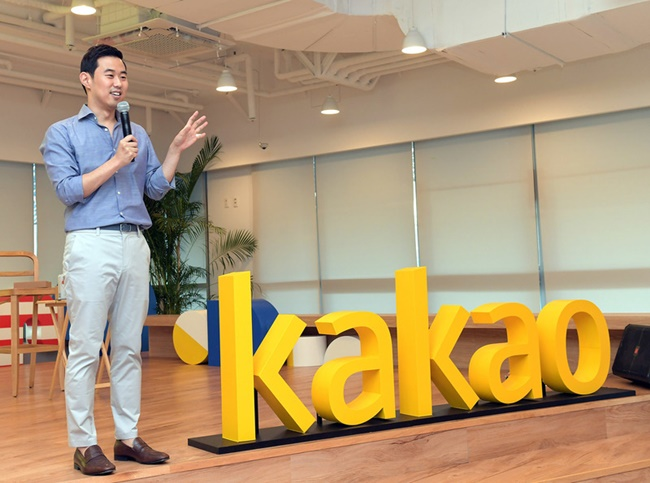 The new rules state that algorithms should not be interfered with for the interest of an individual or a group in particular, and that companies need to guarantee transparency to the public to a degree that isn't harmful to their business. (Image: Kakao)