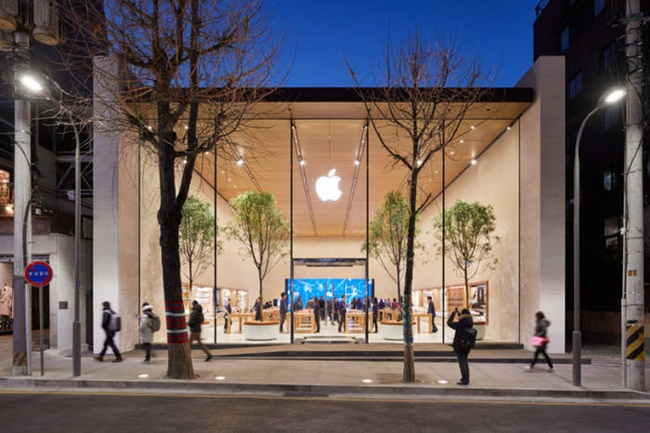 An Inside Look at First Apple Store in South Korea
