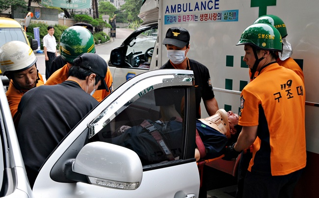 Data provided by the National Police Agency shows over 3,000 cases of illegal private ambulance rides are reported each year.(Image: Wikimedia Commons)