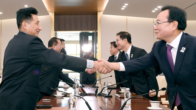The South Korean government is being criticized for pushing for a showcase of inter-Korean unity at the PyeongChang Olympics through a series of high-level talks. (Image: Yonhap)