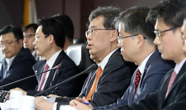 South Korea's trade ministry said on Tuesday that it will file a petition with the World Trade Organization against the U.S. government over new tariffs on South Korean washing machines and solar panels, which the ministry calls a 'violation of WTO provisions.' (Image: Yonhap)