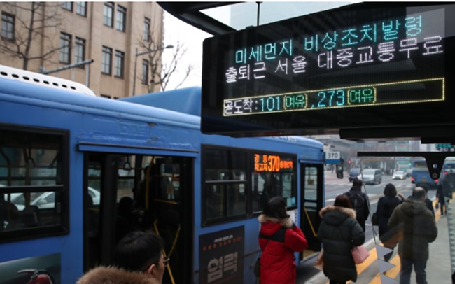 Data shows the taxi industry was negatively affected during Seoul's free public transport days last week, part of city-level measures to combat fine dust. (Image: Yonhap)