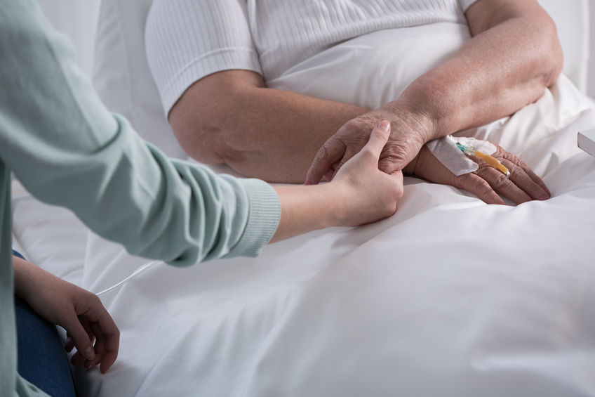 According to data released by the Ministry of Health and Welfare and the National Cancer Center on Tuesday, over 1,000 terminal cancer patients took advantage of home hospice services during a trial period between March 2016 and last July. (Image: Yonhap)