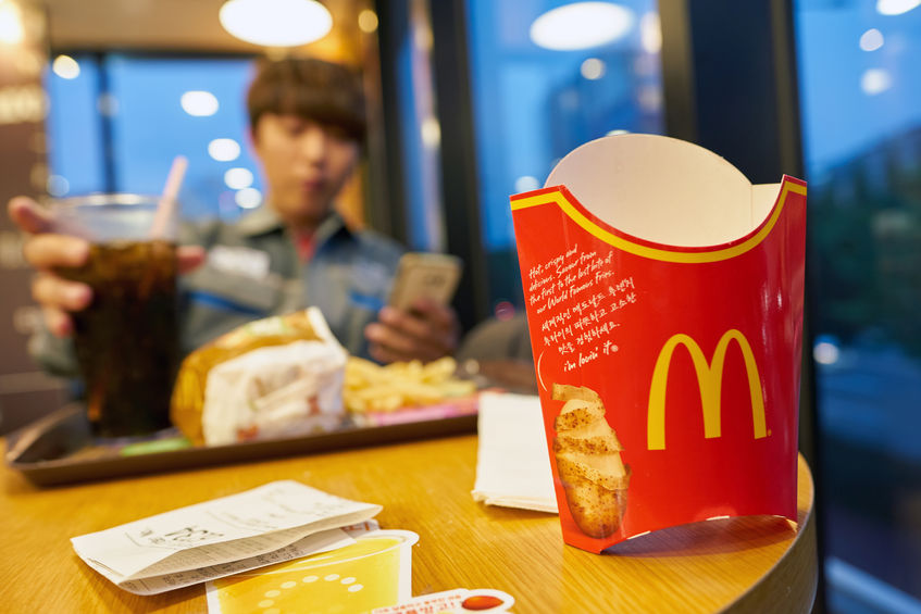 Another study from the Ministry of Education showed that the obesity rate among elementary school, middle school, and high school students stood at 16.5 percent last year, with nearly 7 in 10 students eating fast food every week. (Image: Kobiz Media)