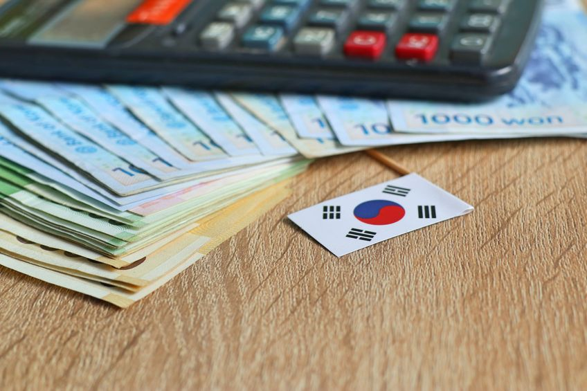 According to a new report from the Credit & Recovery Counseling Service on Friday, the number of South Korean debt holders who negotiated a debt settlement amounted to 103,277 last year, up 7.2 percent from the year before. (Image: Kobiz Media)