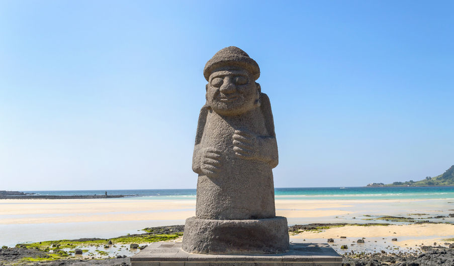 Previously, Seogwipo City erected a dol hareubang statue in Gorinchem, in the Netherlands, and Karatsu City in Japan to promote Jeju Island internationally. (Image: Kobiz Media)