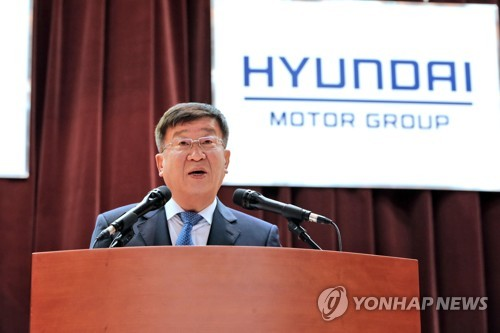 Hyundai Motor Vice Chairman Yoon Yeo-chul delivers a New Year speech to employees at the carmaker's headquarters in Yangjae, southern Seoul. (image: Yonhap)