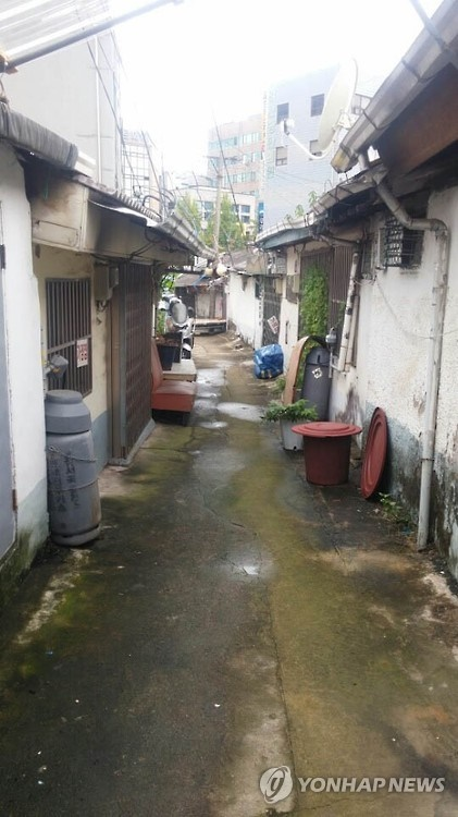 The city of Jeonju is accelerating its efforts to revamp a local red light district into a village for culture and arts. (Image: Yonhap)