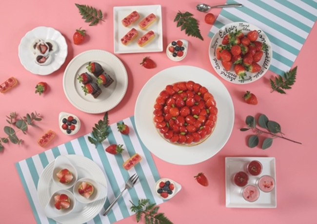 With a new consumer tendency that prioritizes satisfaction over cost-effectiveness sweeping across South Korea, an increasing number of luxury hotels are introducing strawberry buffets to target trendy consumers. (Image: Lotte Hotel)