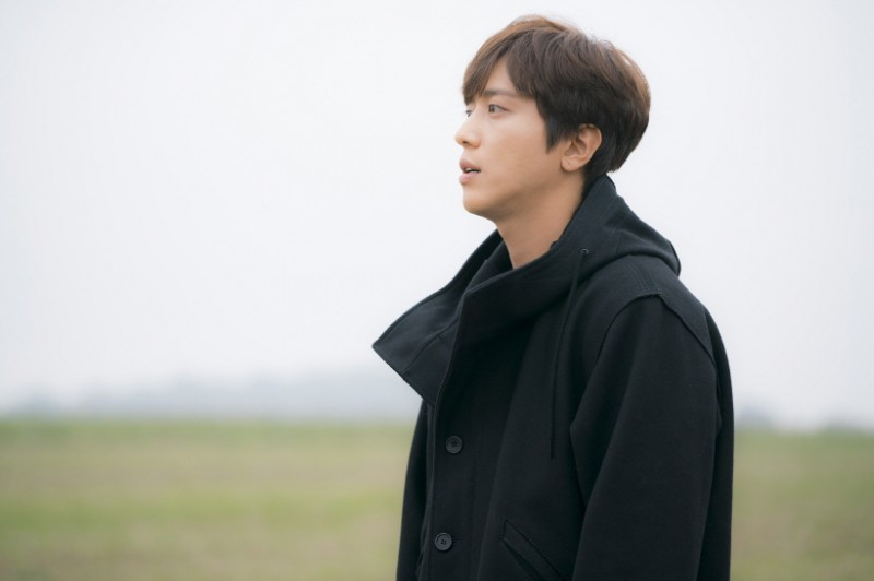Singer Jung Yong-hwa to Join Military in March amid Controversy over Academic Favors