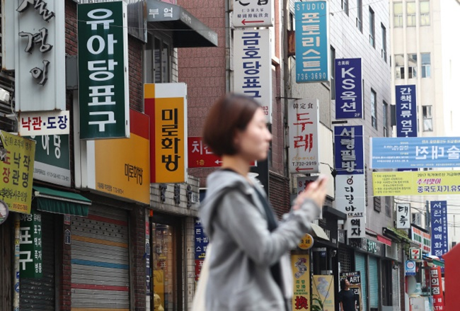 The province is trialing a policy providing 20 rent-controlled commercial spaces over 25 square meters in size between Gojan Station and Jungang Station in March, prioritizing young business owners. (Image: Yonhap)