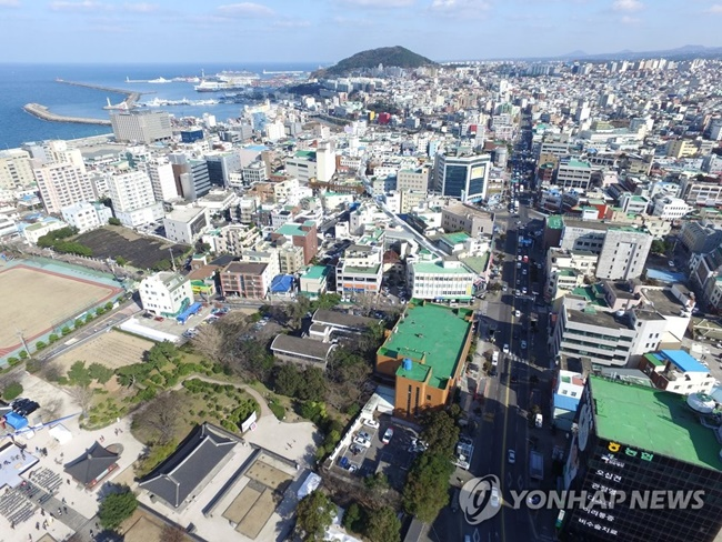 Jeju Island will provide incentives to encourages drivers to get rid of their aging diesel cars, as part of a push to reduce fine dust pollution. (Image: Yonhap)