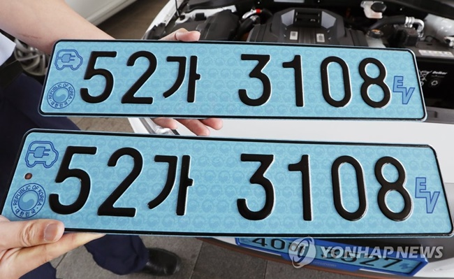Experts believe slower car depreciation rates and affordability are behind the popularity of used foreign cars in recent years. (Image: Yonhap)