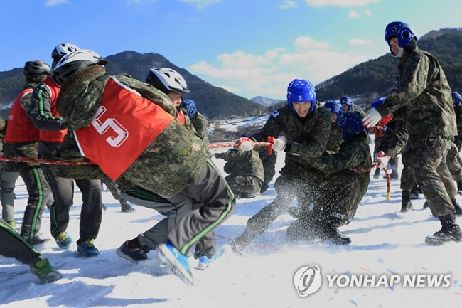 The Inje Icefish Festival, which attracted over 230,000 visitors over the first weekend, has welcomed nearly 2,000 serving members of the military this week, as part of efforts to thank the armed forces. (Image: Yonhap)