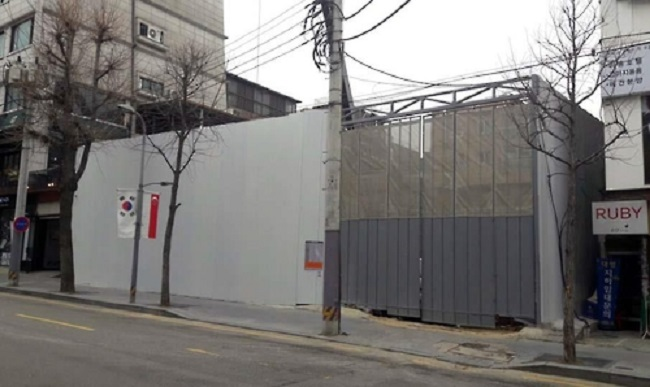 Until recently, a barricade was set up to shelter the construction work from view. (Image: Yonhap)
