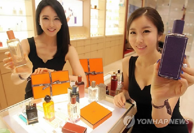 Due to their relative scarcity and appealing array of smells, niche perfumes are comparatively more expensive. Some of the leading brands peddling niche perfumes are Diptyque, Jo Malone and Byredo. (Image: Yonhap)