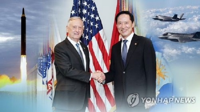 Speaking to reporters Wednesday, U.S. Defense Secretary Jim Mattis said he will meet with South Korean Defense Minister Song Young-moo on his way home from his current trip to Asia. (Image: Yonhap)