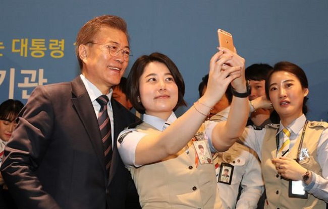 President Moon Calls for Efforts to Export Airport System