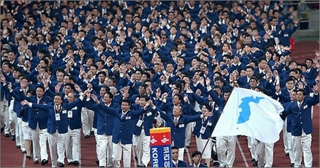 More than half of South Koreans support the two Koreas marching together at the opening ceremonies of the PyeongChang Olympics, but many still oppose the idea of a unified ice hockey team, a new survey has found. (Image: Yonhap)