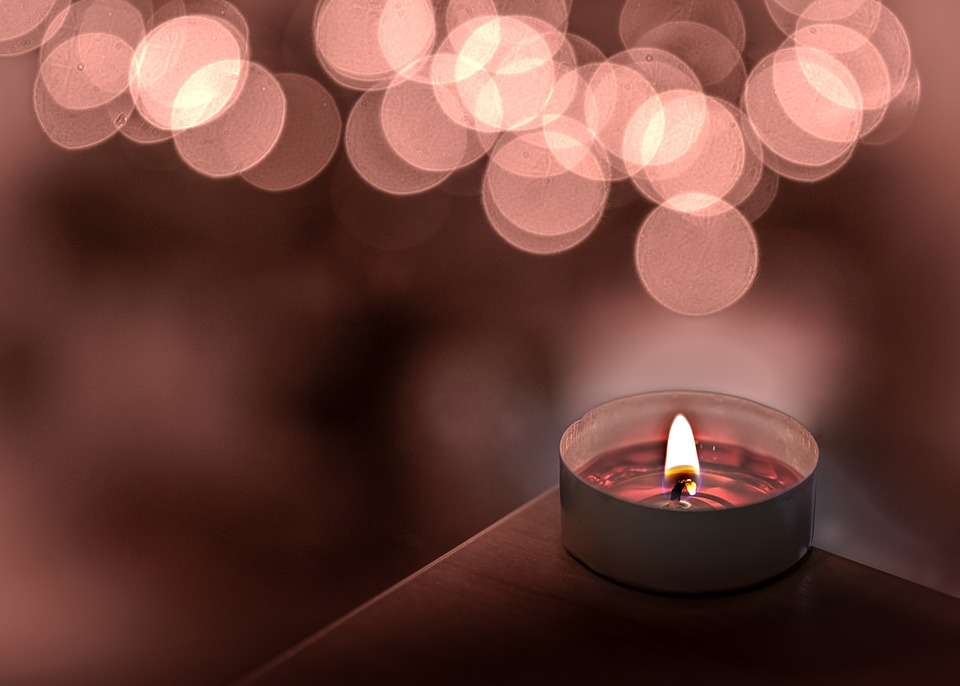 The Korea Consumer Agency (KCA) has advised caution when using scented candles and incense sticks after an inspection revealed them to be producers of air pollutants. (Image courtesy of Pixabay)