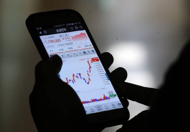 More Stock Investors Doing Trading via Smartphones